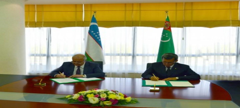 TURKMEN-UZBEK POLITICAL CONSULTATIONS WERE HELD IN ASHGABAT